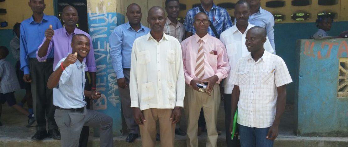 Les représentant de Sommets Éducation rencontrent les enseignants. Summits Education representatives meet with teachers